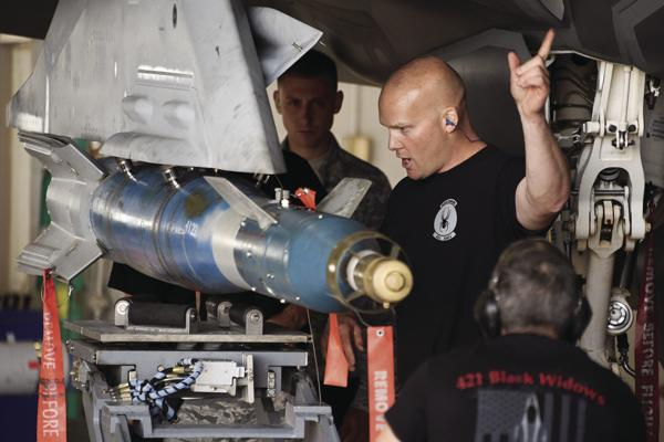 388th, 419th FW's weapons load crews compete